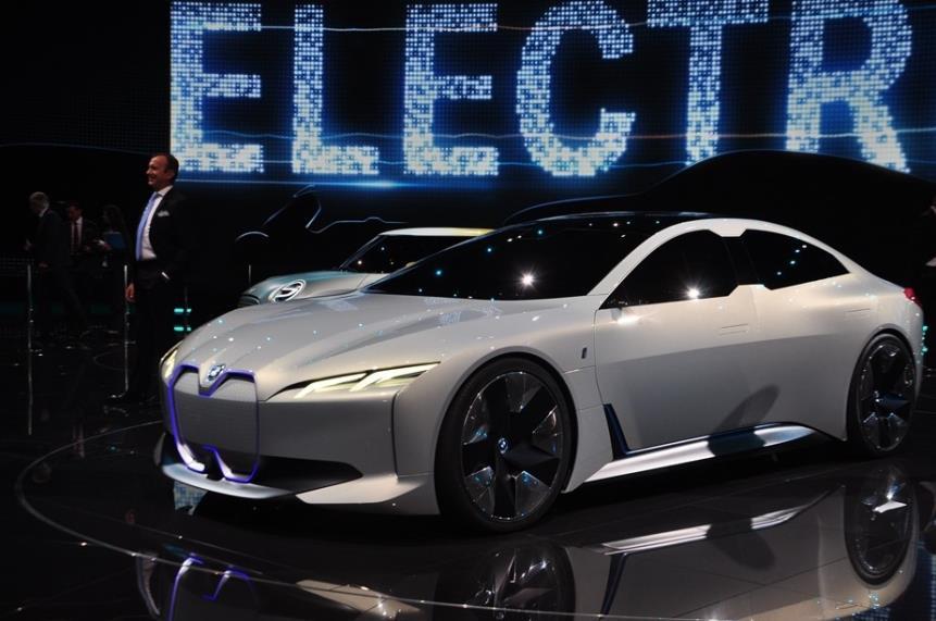 续航有望超600公里,宝马这款纯电动车是否有实力与特斯拉抗衡?