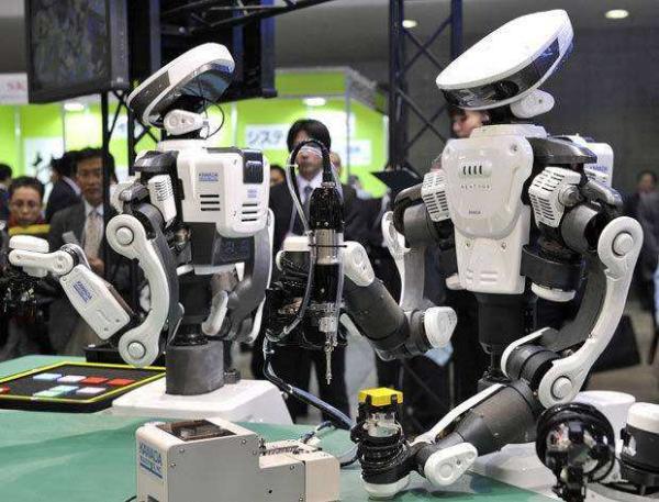 新冠流行后机器人的作用越来越大