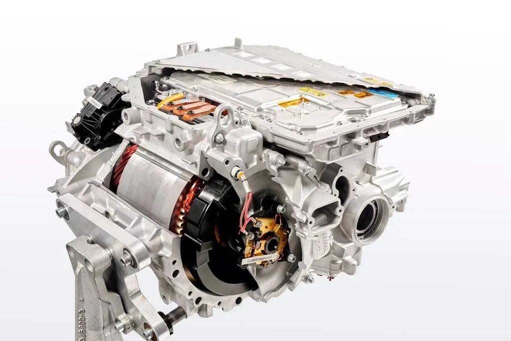 他说宝马iX3是市面上最好的三款电动车之一!