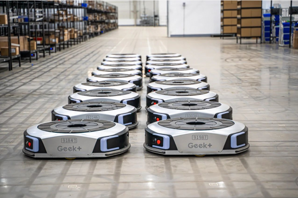 物流机器人进展到什么水平了?可以替代人了吗?|专访极智嘉郑勇