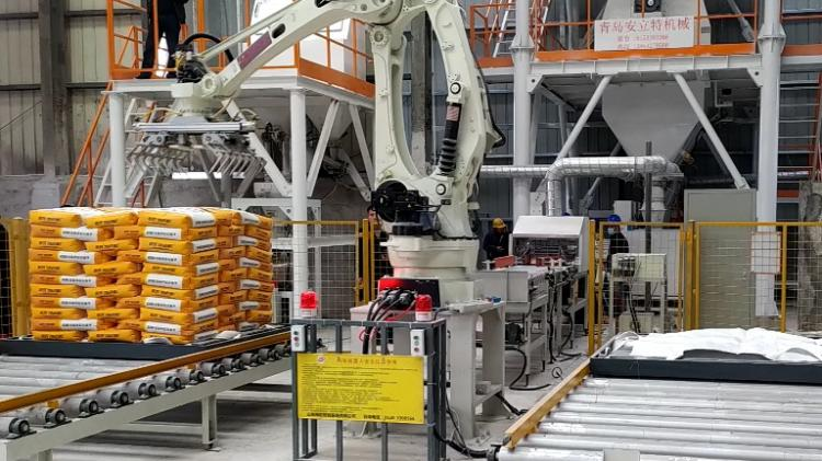码垛机器人双工位码垛袋装物料无需人工