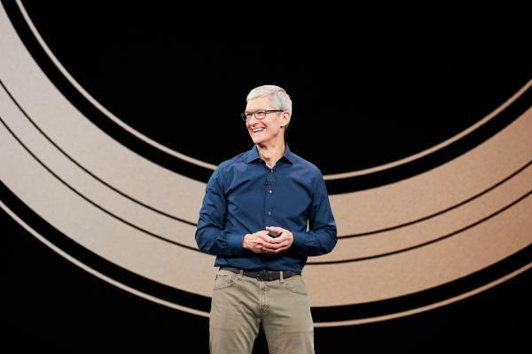 贪婪的苹果:市值缩水逾3000亿美元,巴菲特看走眼了?