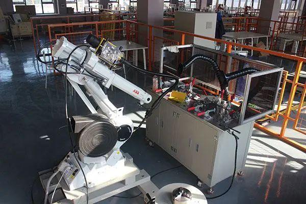 工業機器人培訓費用是坑or暴利?看了就知道
