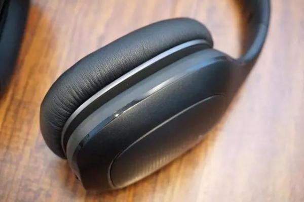 小米头戴式蓝牙耳机: 音质饱满