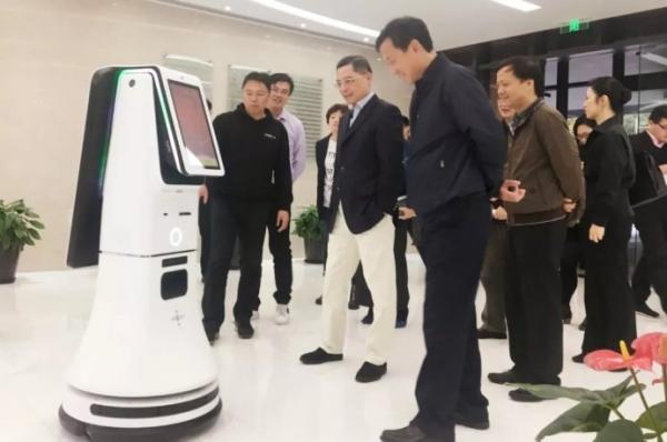 实现机器人智能行走 多传感器融合技术是关键