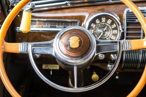 凯迪拉克61系列-跨越二战的美国豪华车代表