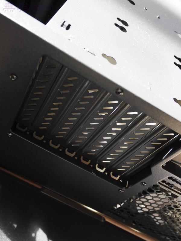 大水牛守护者V1机箱与GX550半模组电源完美演绎RGB+侧透