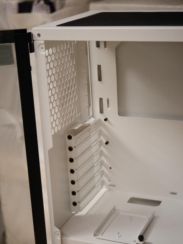 TT挑战者H3机箱联手Smart BX1 RGB 550W 电源倾情演绎RGB光效