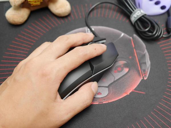衡力系统全面迎击,达尔优牧马人5代游戏鼠标体验
