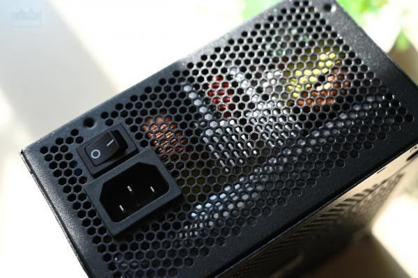 399元的650W全模组电源,加上全日系电容,艾湃电竞AJ-650M体验
