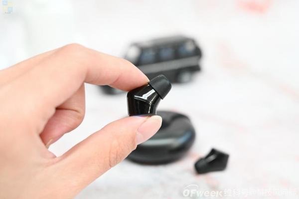 活泼好动的真无线耳机,瞬间变身指尖陀螺,渡漫R1 Pro上手