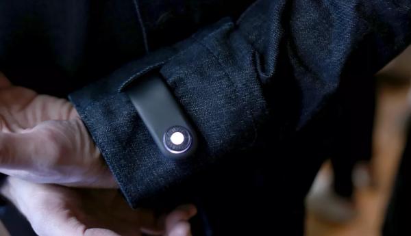 手机怕丢?谷歌和李维斯推出的智能夹克可以自动报警