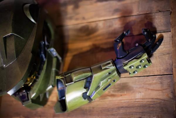 暖心!微软343工作室使用3D打印技术为残疾儿童制作钢铁侠假肢