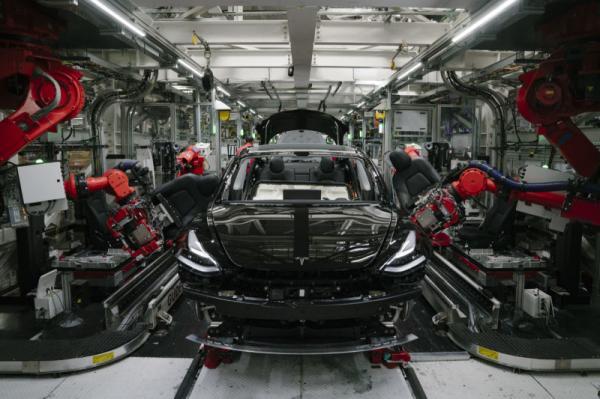 传特斯拉Model 3在美库存超3,300 辆,股价下跌近2%