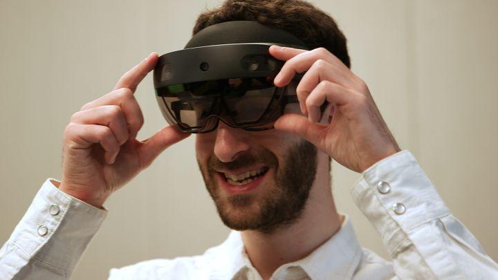 眼球追踪技术发展迅速,微软让AR设备HoloLens更加实用