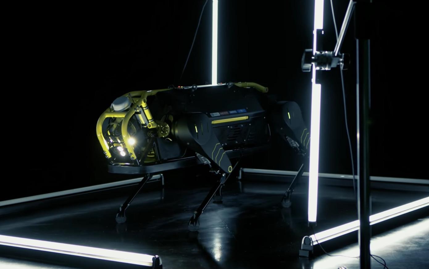 机器狗形似斗牛犬,可拉动一架3吨重飞机