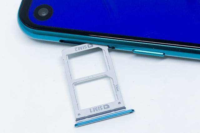 三星Galaxy A8s上手测评,你认得出来是三星手机吗?