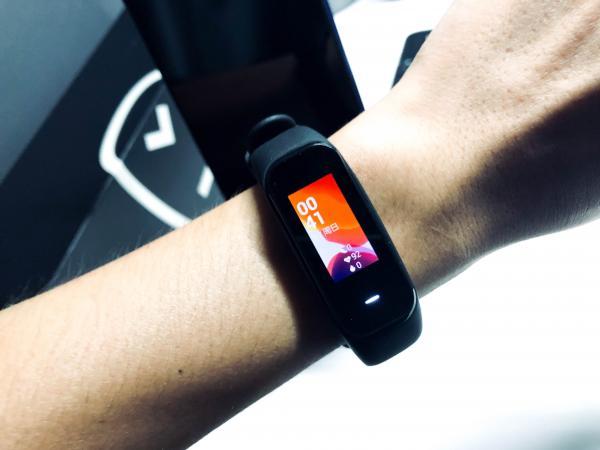 性价比首选!黑加手环1S NFC版体验,AMOLED彩屏+多功能NFC