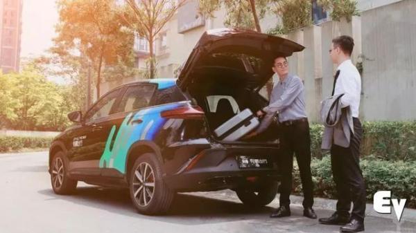 小鹏汽车自营网约车平台,是和滴滴抢生意,还是打着其他的算盘?