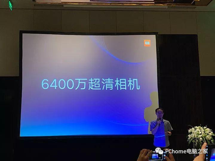 8月7日,小米在北京举行未来影像技术沟通会,会上三星电子System LSO事业部全球副总裁李继硕应邀出席,并在会上介绍了首款6400万像素传感器GW1。据悉,此次亮相GW1传感器将在Redmi手机上首发搭载。此外,小米也将联合三星手机首发高达1亿超清移动像素传感器,届时他将成为全球最高拍照像素、最高解析力和分辨率的手机相机。